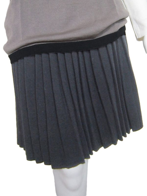 Pleated Skirt in United Knit Point - Grey